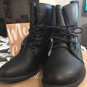 NWT Black Boots w/ Wool Interior